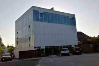 Expansion school 'Creo' with offices and classrooms